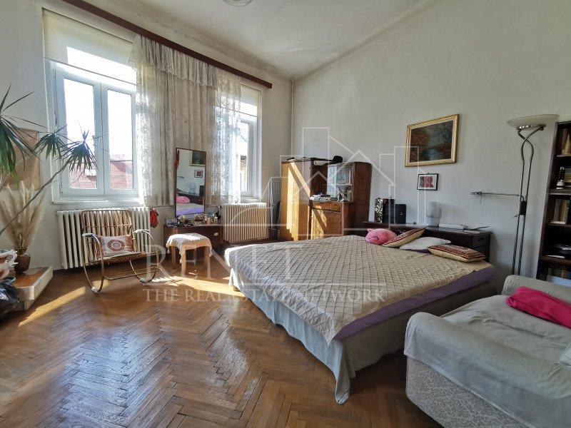 Casa ultracentral, 5 camere, curte proprie