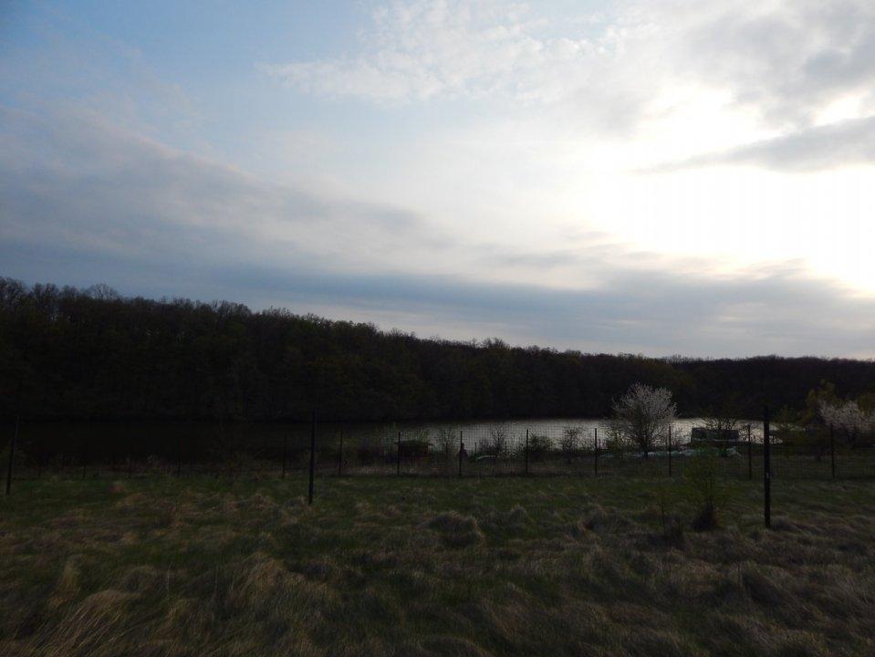 Teren cu deschidere la lac Branesti