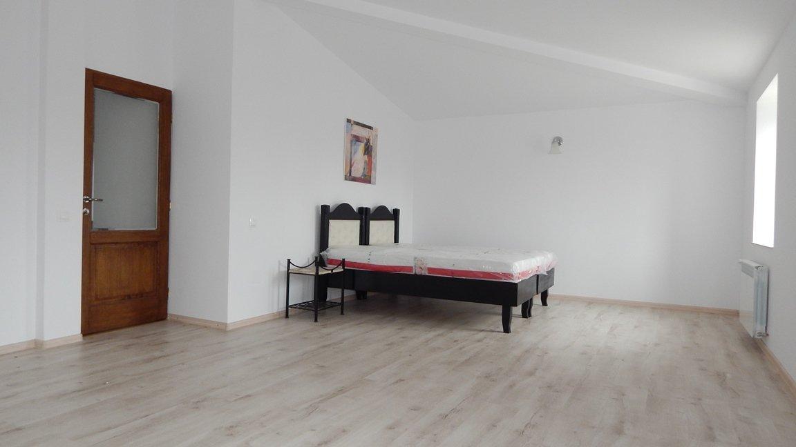 Vile de inchiriere , 2-3 dormitoare Odaii